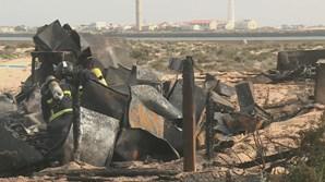 Bombeiros procedem a trabalhos de limpeza no local
