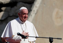 Papa Francisco discursa foi aplaudido