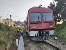 Linha do Vouga cortada após descarrilamento de comboio em Oliveira de Azeméis