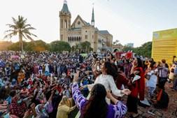 Mulheres participam na Aurat March ou Marcha das Mulheres para marcar o dia em Carachi, no Paquistão