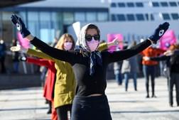 Mulheres participam em protesto que marca o Dia Internacional da Mulher em Berlim, na Alemanha