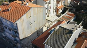 Pelo menos dois soterrados em queda de parede de prédio em construção no Porto