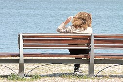 Portimão: Sim, deixou de ser proibido sentar-se num banco de jardim para aproveitar a vista e o sol