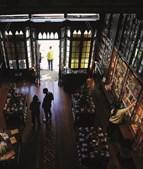 Porto: as livrarias voltaram a abrir portas para permitir que os clientes possam manusear os livros de que gostam. muitos livreiros temem, porém, que as vendas não sejam, para já, muitas e que seja difícil recuperar o tempo perdido