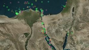 É este o cenário no Canal do Suez após porta-contentores travar passagem de centenas de navios