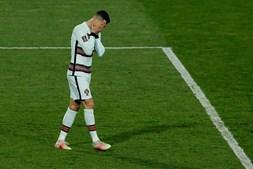 Golo de Ronaldo entrou na baliza mas não foi validado pelo árbitro durante jogo entre Portugal e Sérvia