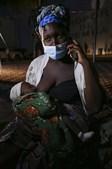 Aida Cisto com a filha bebé ao colo