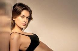 Kaia Gerber soma sucessos como modelo fotográfico e segue pisadas da mãe Cindy Crawford