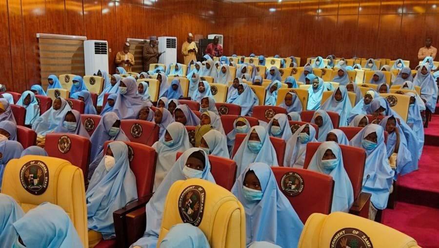 Centenas de adolescentes raptadas na Nigéria foram libertadas