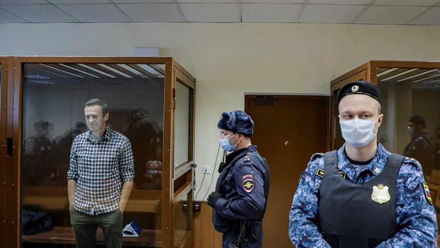 Medidas visam sete responsáveis governamentais e 14 empresas e organismos russos