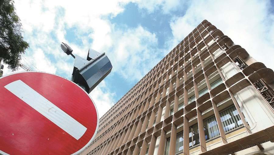 A mudança de morada para a Suíça de alguns acusados está a atrasar todo o processo BES