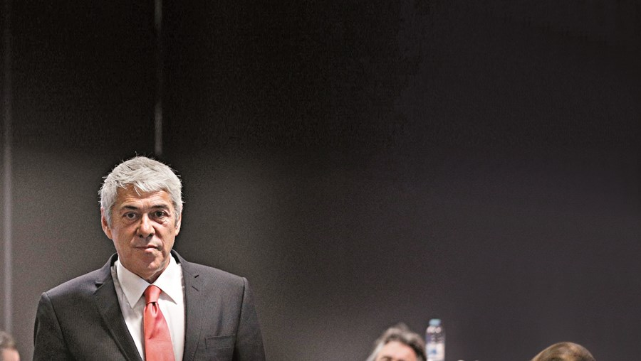 Antigo primeiro-ministro, José Sócrates, está acusado de 31 crimes de corrupção, branqueamento de capitais, falsidade de documento e fraude fiscal