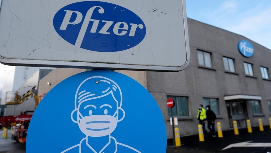 Complexo processo logístico de fabrico da vacina da Pfizer/BioNTech finaliza-se na localidade belga de Puurs