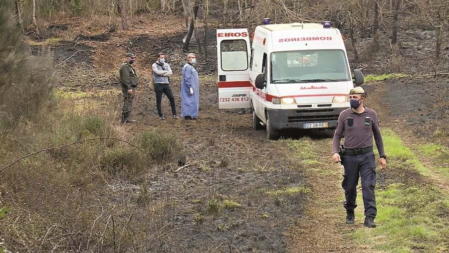 Corpo do idoso foi retirado do local de ambulância