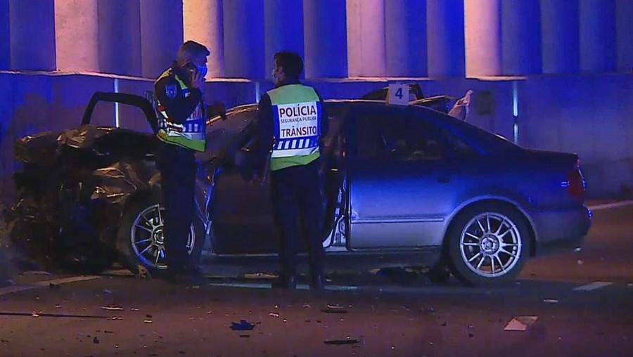 Colisão entre três carros provoca um morto e um ferido no IC17 em Benfica