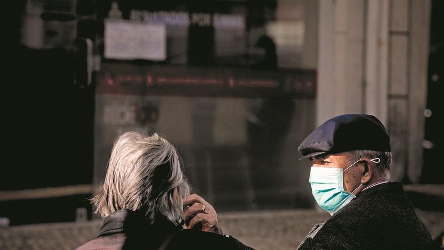 Doenças cujo tratamento foi adiado pela resposta à pandemia podem ajudar a acelerar esta inversão na esperança média de vida