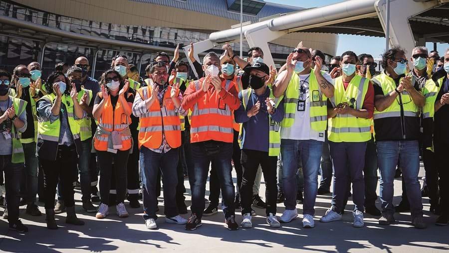 Trabalhadores voltaram aos protestos, desta vez, no Aeroporto de Faro, onde 67 correm o risco de perder o emprego na empresa de handling