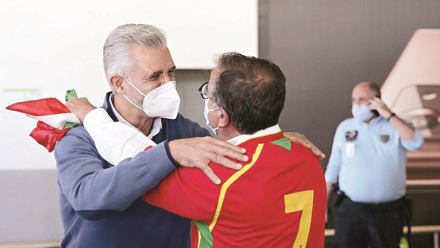 Paulo Pereira, selecionador nacional, saudado à chegada a Lisboa