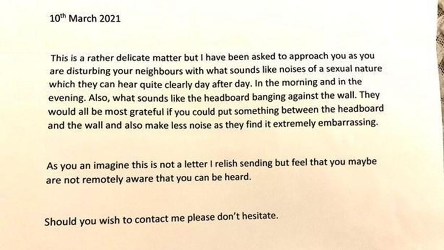 """Carta recebida pela mãe a acusar a filha de provocar ruídos de """"natureza sexual"""""""