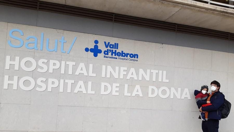 Tomás está a receber tratamento num hospital em Barcelona, Espanha