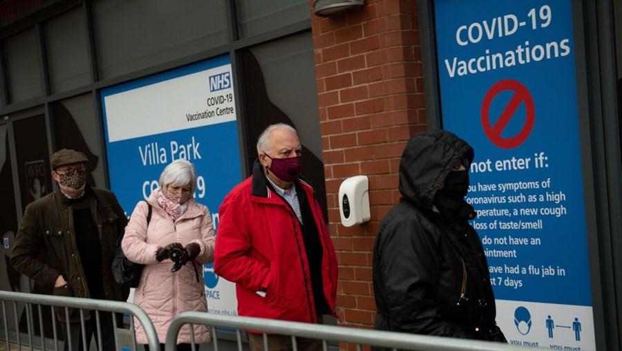 Centro de vacinação contra a Covid-19 em Birmingham, Inglaterra