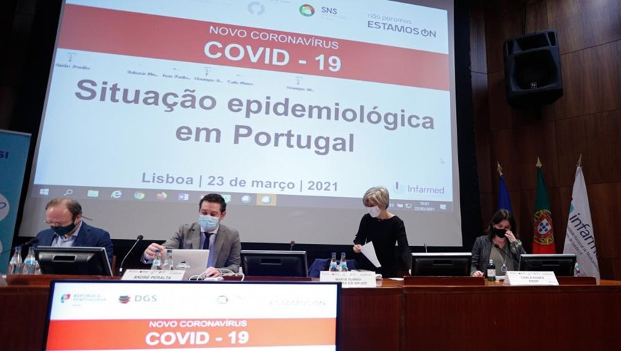 Reunião com especialistas no Infarmed para avaliar evolução da pandemia em Portugal