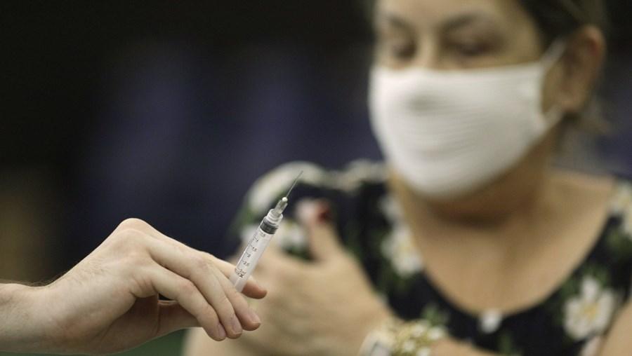Brasil pede ajuda internacional para avançar com vacinação contra Covid
