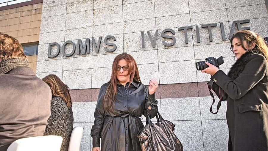 Tânia Reis está acusada de simulação de crime, favorecimento pessoal e posse de arma proibida