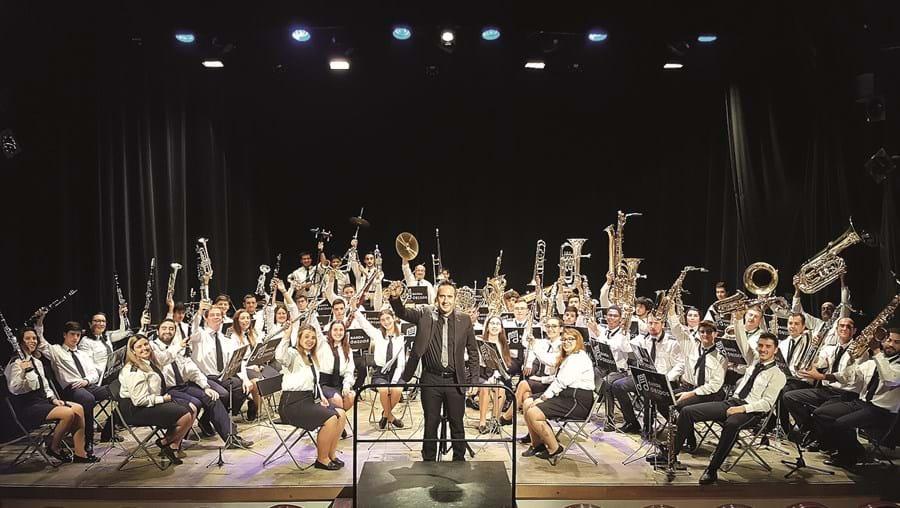 João Raquel dirige bandas de Óbidos e Santo Estêvão. Começou a formação com oito anos e licenciou-se em Londres