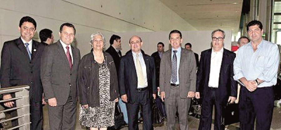 João Loureiro (segundo a partir da direita) fazia parte da comitiva que recebeu no Porto o governador de Mato Grosso. O objetivo da viagem era conhecer o metro, no Porto, já que seria um transporte idêntico que seria construído no Brasil