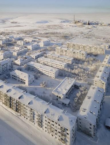 A cidade coberta de neve e gelo