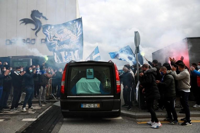 Familiares de Quintana e adeptos do FC Porto prestam última homenagem