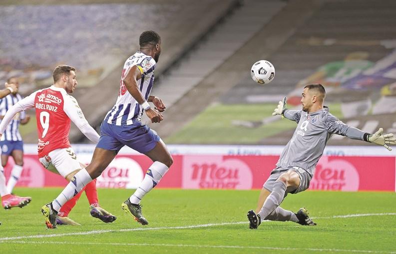 Banho de bola do Sp. Braga afoga o dragão na Taça