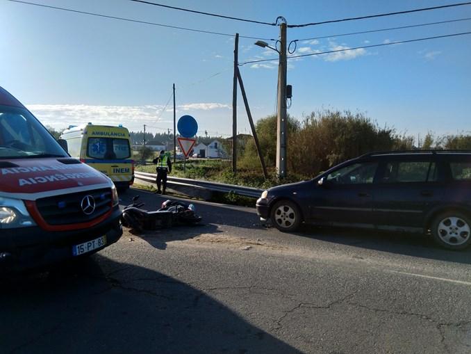 Dois feridos em colisão entre mota e carro em Odemira