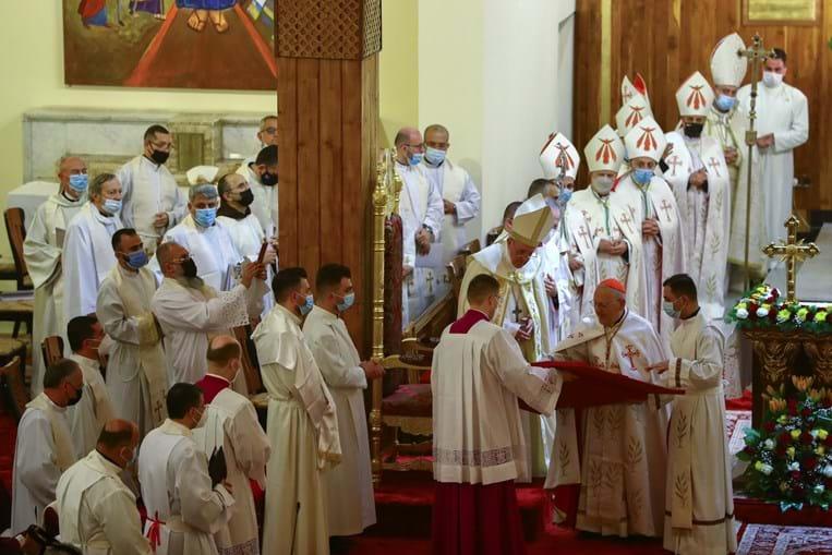 Papa Francisco celebra missa em catedral na capital iraquiana, Bagdade
