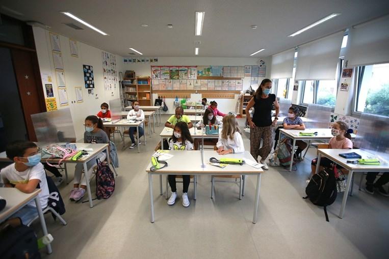 Mais jovens deverão regressar às escolas a partir de dia 5 de abril. Secundário só em maio