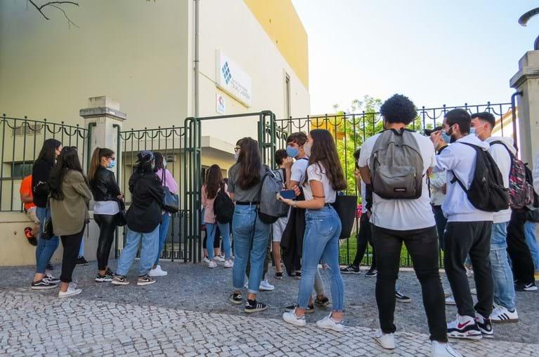 Escolas públicas vão realizar testes rápidos à Covid-19, mas o ensino privado ficou de fora