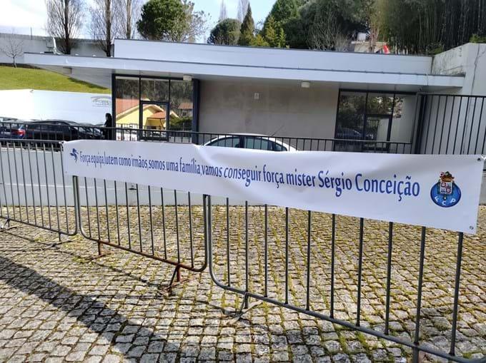 Tarja de apoio ao FC Porto e ao técnico Sérgio Conceição