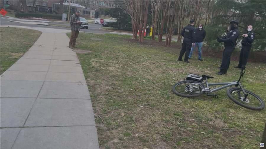 Homem armado detido junto à residência oficial da 'vice' norte-americana Kamala Harris