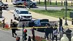 Homem esfaqueia mortalmente polícia após avançar com carro contra o Capitólio e acaba abatido