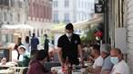 Costa anuncia fim de restrições de horários na restauração e comércio