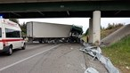 Despiste de camião na A1 em Santa Maria da Feira faz um ferido grave