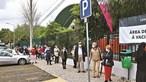 Espera por vacina contra Covid-19 deixa centenas à chuva em Loures