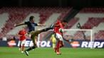 Benfica vence Santa Clara por duas bolas a uma e pressiona dragões. Veja os golos