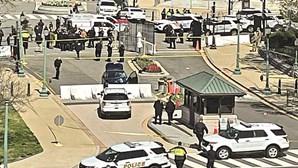Homem atira carro contra dois polícias junto ao Capitólio dos EUA