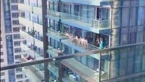 Mulheres juntam-se nuas para tirar fotos na varanda de prédio de luxo no Dubai e acabam detidas