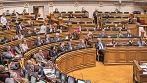 Suspensão de funções dos deputados em eleições avança