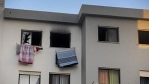 Menino de sete anos resgatado de casa em chamas pelos bombeiros nas Caldas da Rainha