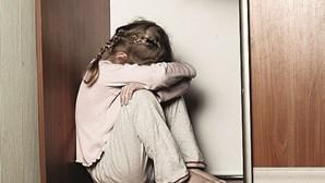 Pai de 31 anos detido por abusar sexualmente das filhas menores