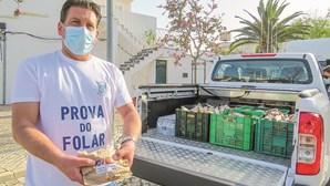 Folares distribuídos pela população da Guia no Algarve